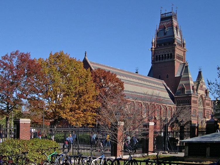 Гарвардский университет возглавляет первую позицию