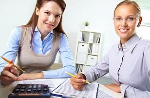 Оформлять простой перевод совместителя на основное место работы неверно.