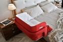 Практичная кроватка для молодой мамы и ее ребенка