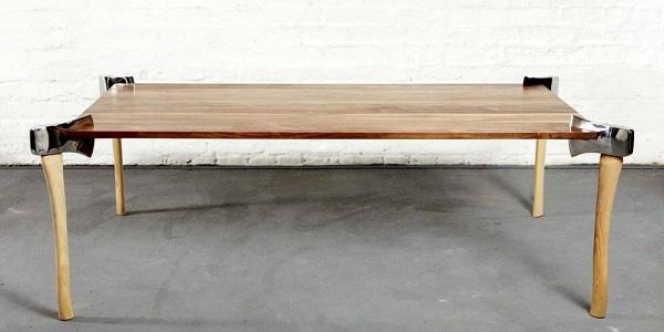 стол из топоров