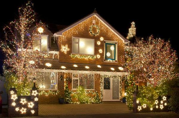 Украшение фасадов в европе к новому году