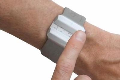 часы для слепых людей