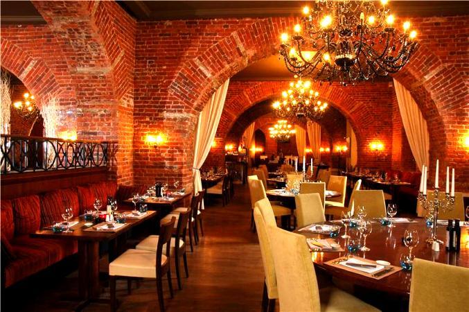 Интерьер ресторана нужно тщательно продумать, как и освещение.