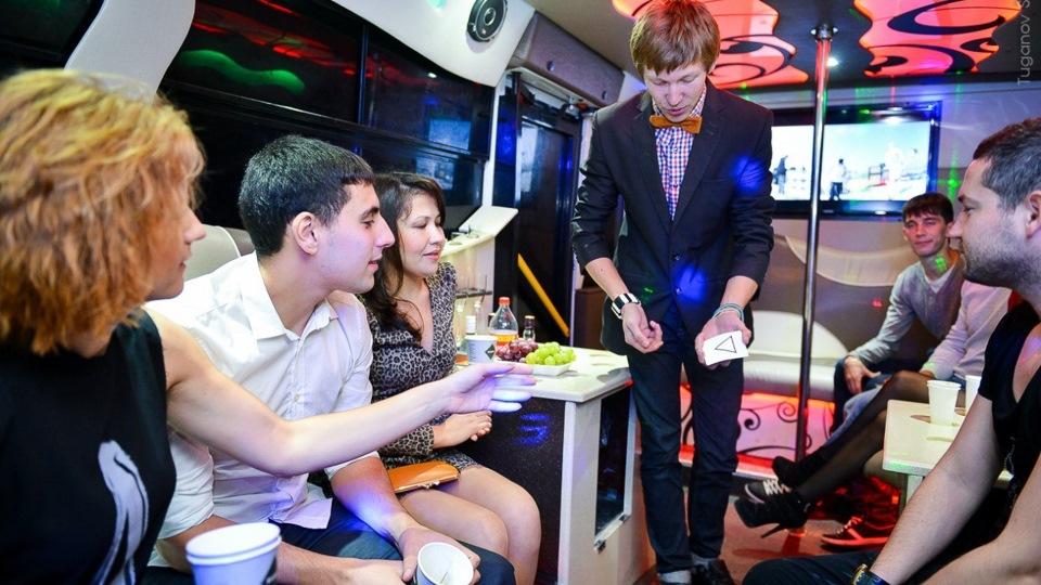 Вечеринка в обновленном салоне автобуса