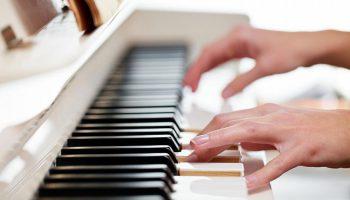 Как организовать уроки игры на фортепиано