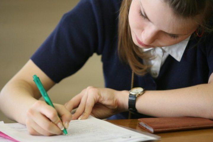Подписание договора на займ студентам
