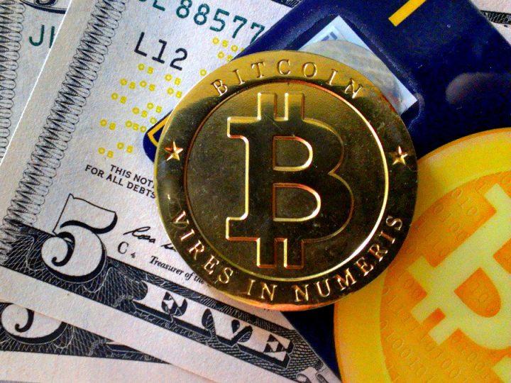 Доллар и биткоин