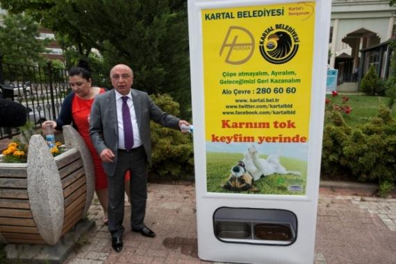 Креативная кормушка на улицах Стамбула
