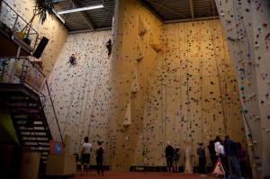 Разные виды стен в скалодроме