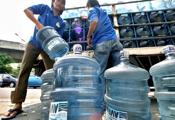 Сейчас около 30% людей покупают воду в магазинах, из-за этого спрос на такую воду высок, как и её производство