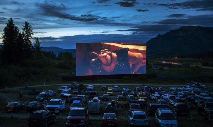 Кинотеатр для автомобилей под открытым небом